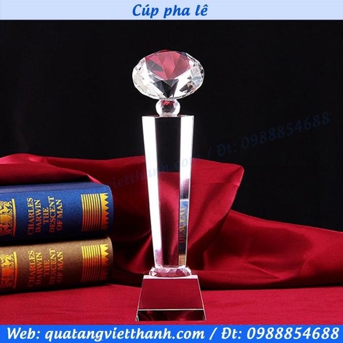 Cúp pha lê mẫu kim cương 15